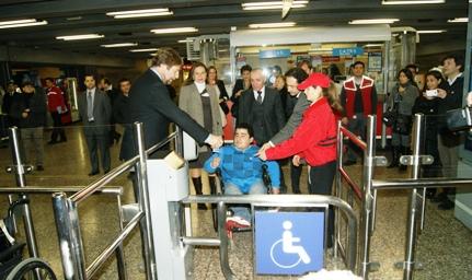 Inauguración ascensores Estación Los Héroes de Metro - Crédito: Senadis