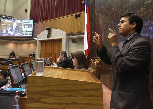 Traductor de Lengua de Señas en el Senado / Crédito: Senado