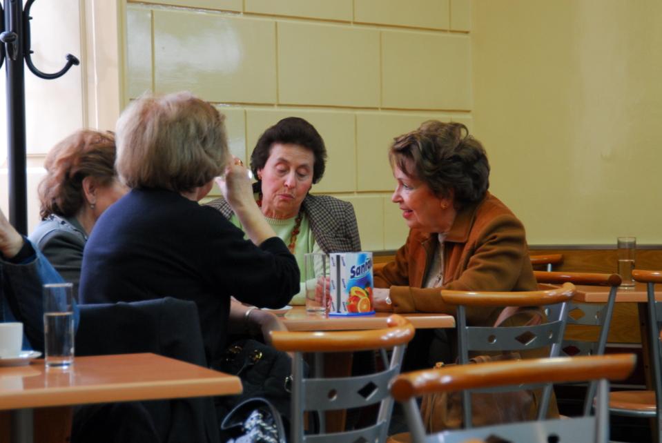Mujeres conversando - Crédito: Tendencias21