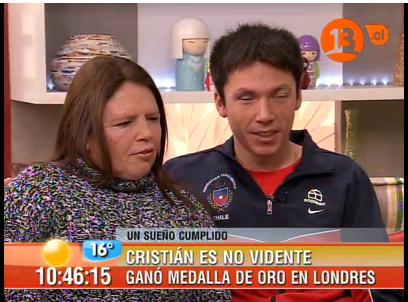 Cristian Valenzuela con su mamá, Edith Guzmán - Captura Canal 13