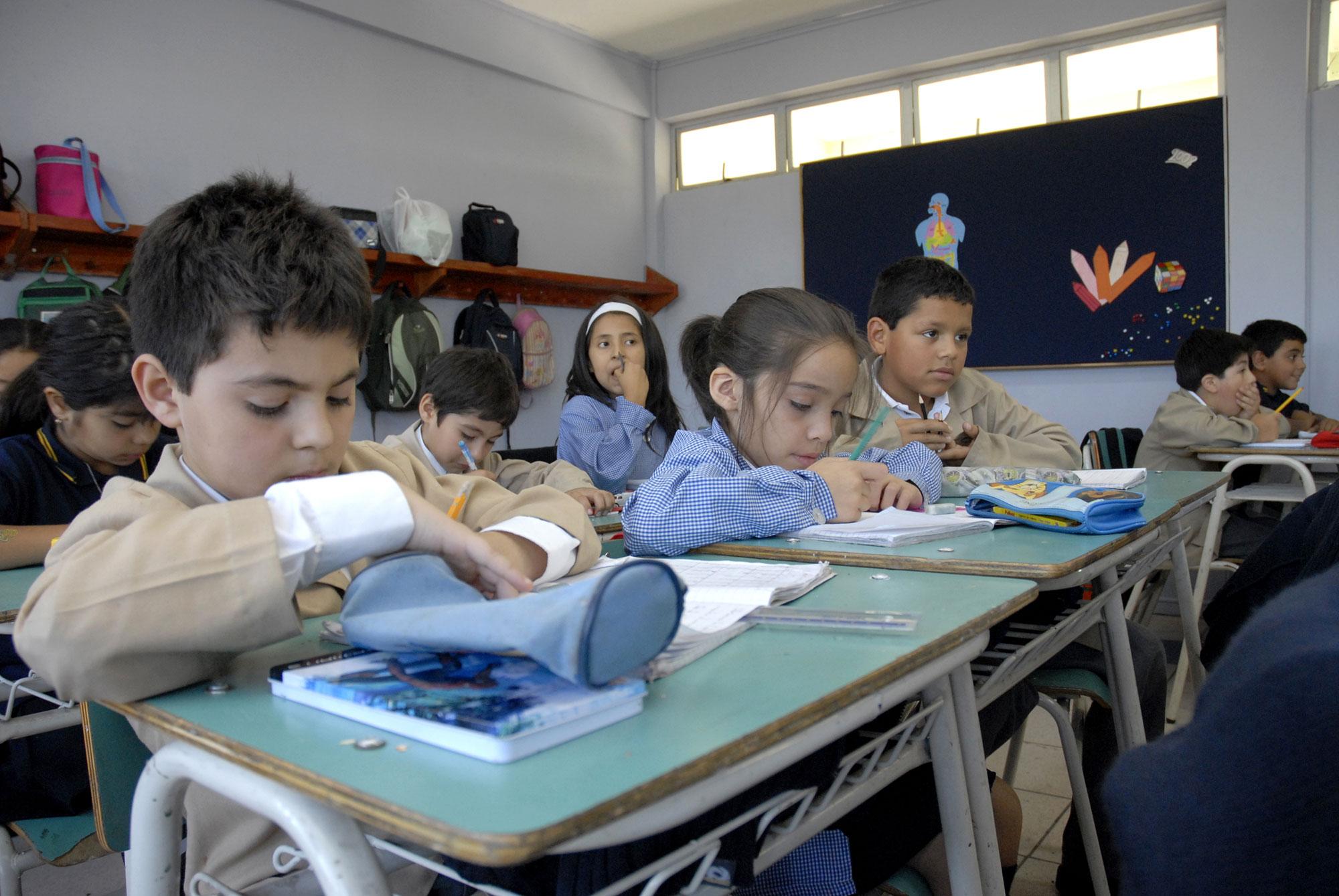 Niños estudiantes chilenos / Fuente: PUC/Wikipedia