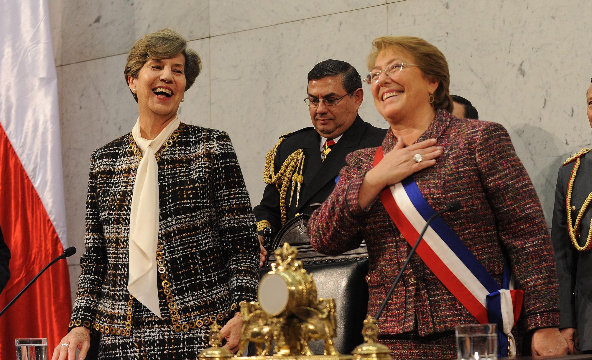 Presidenta Bachelet junto a la Presidenta del Senado, Isabel Allende - Fuente: Presidencia de la República