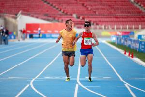 Cristián Valenzuela y su guía corriendo