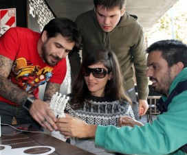 Investigadores prueban una prótesis de mano hecha con impresora 3D - Fuente: Solene Borja