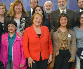 Presidenta junto a integrantes de Comisión Asesora Presidencial - Fuente: Presidencia de la República