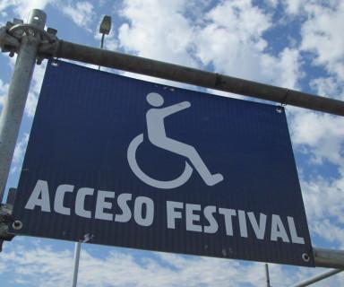 Cartel de acceso sector para personas con discapacidad en Lollapalooza 2014 - Crédito: Integrados Chile