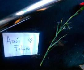 """Papel con leyenda """"Adíos Felipe"""" pagada en escalera del Metro Pudahuel - Crédito: Twitter @cmunoz_tgc."""