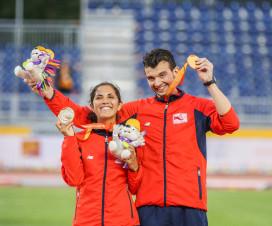Margarita Faúndez y su guía Rodrigo Mellado muestran sonrientes sus medallas de oro - Fuente: Ministerio del Deporte