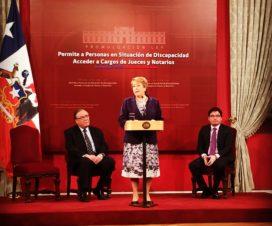 Presidenta Bachelet dando un discurso durante la promulgación de la ley