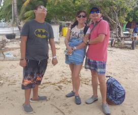 Alejandra, Marco y Álvaro en sus vacaciones en la isla San Andrés. Fotografía cedida.