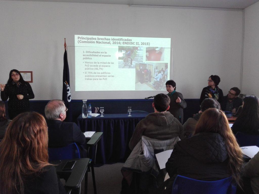 Olga Balboa exponiendo en el seminario