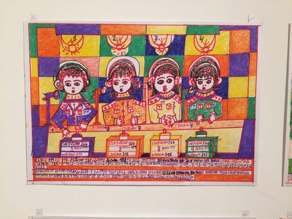 Obra de la exposición donde aparecen cuatro locutores de radio