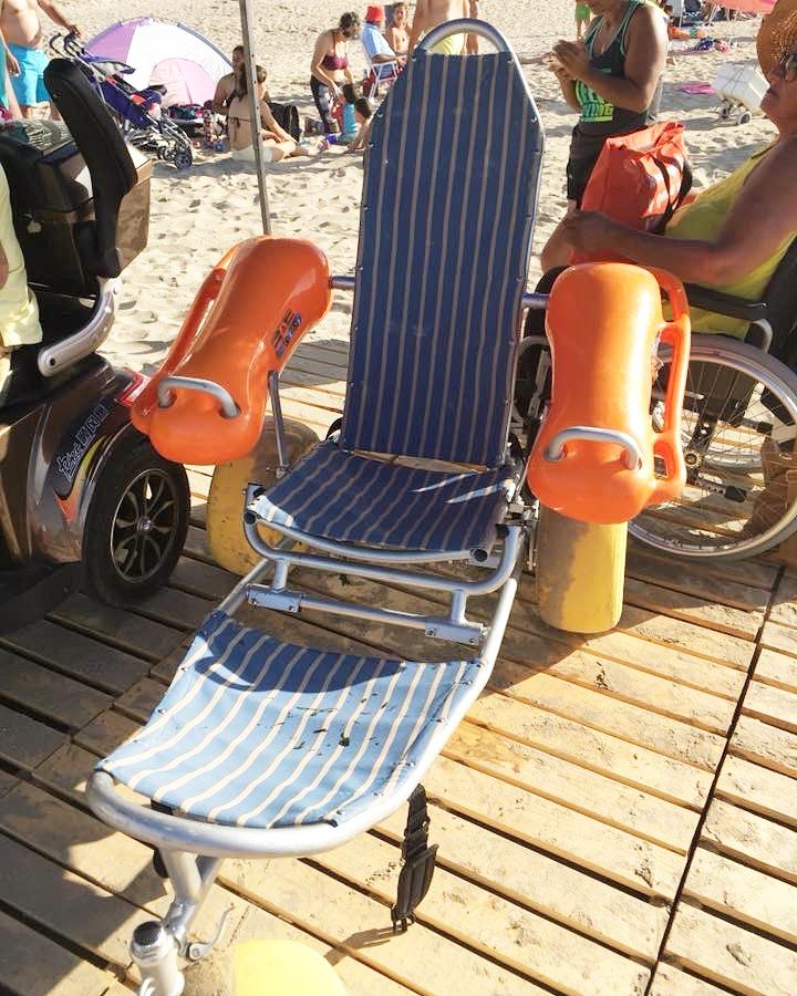 Silla de ruedas anfibia para las personas con discapacidad
