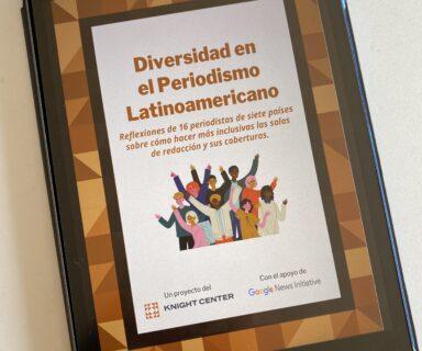 Un iPad muestra la portada del libro Diversidad en el Periodismo Latinoamericano.